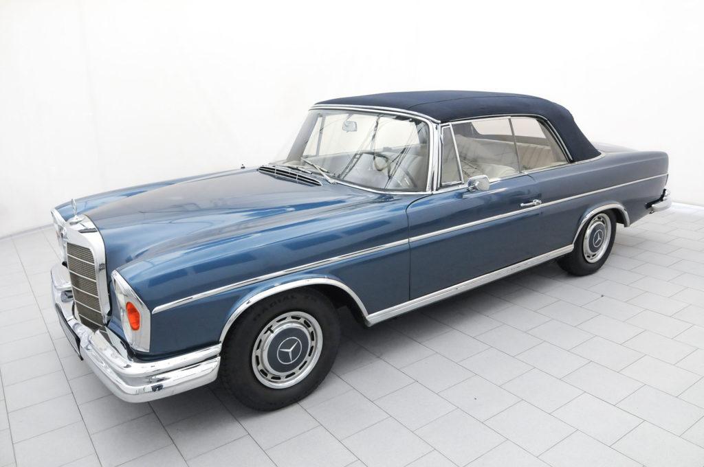Mercedes-Benz_220_i03