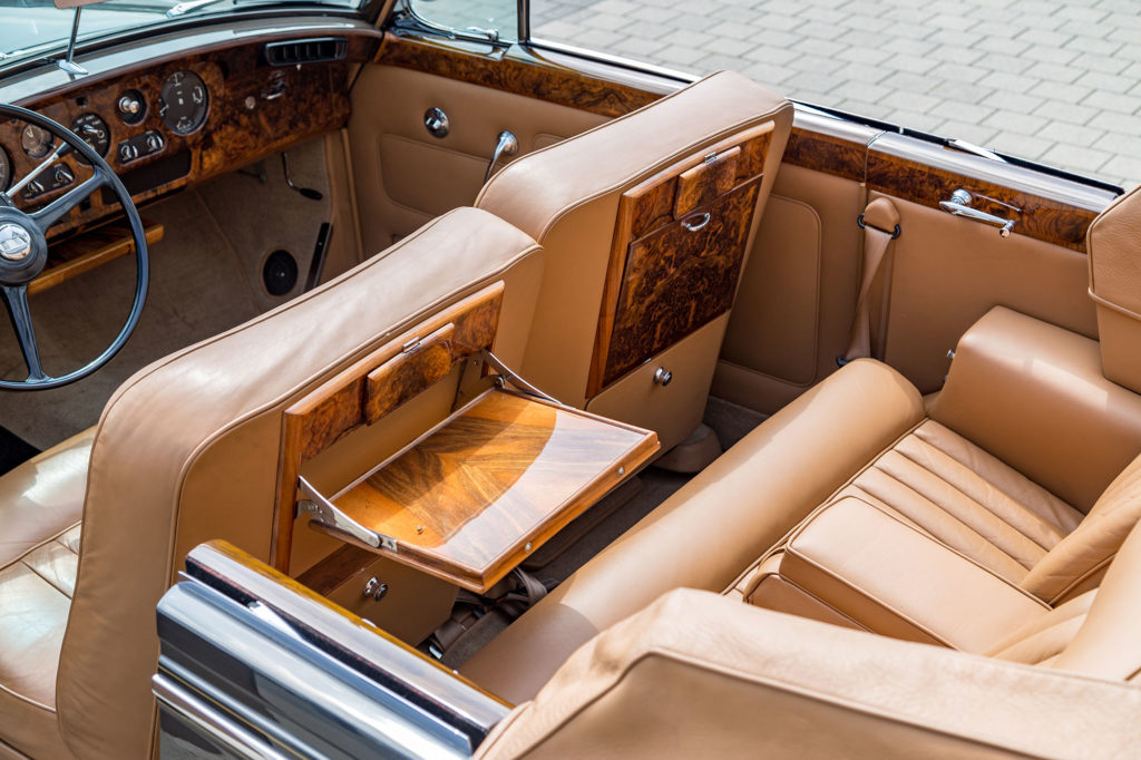 Rolls-Royce Silver_Cloud_i03